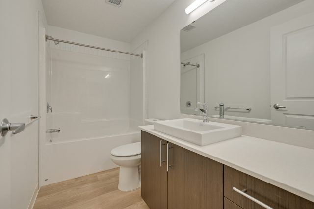 https://civida.ca/wp-content/uploads/2021/10/Bathroom-640x426.jpg